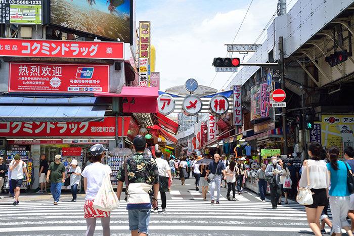 ❶アメ横入り口(JR御徒町駅側)